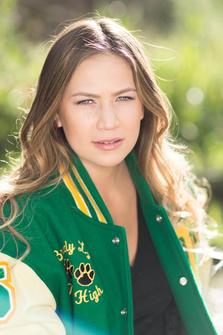 <b>Tracy High</b> Senior Portrait Brady Victoria - 15__0492(pp_w900_h1349)